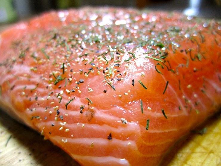 сколько по времени нужно солить рыбу красную